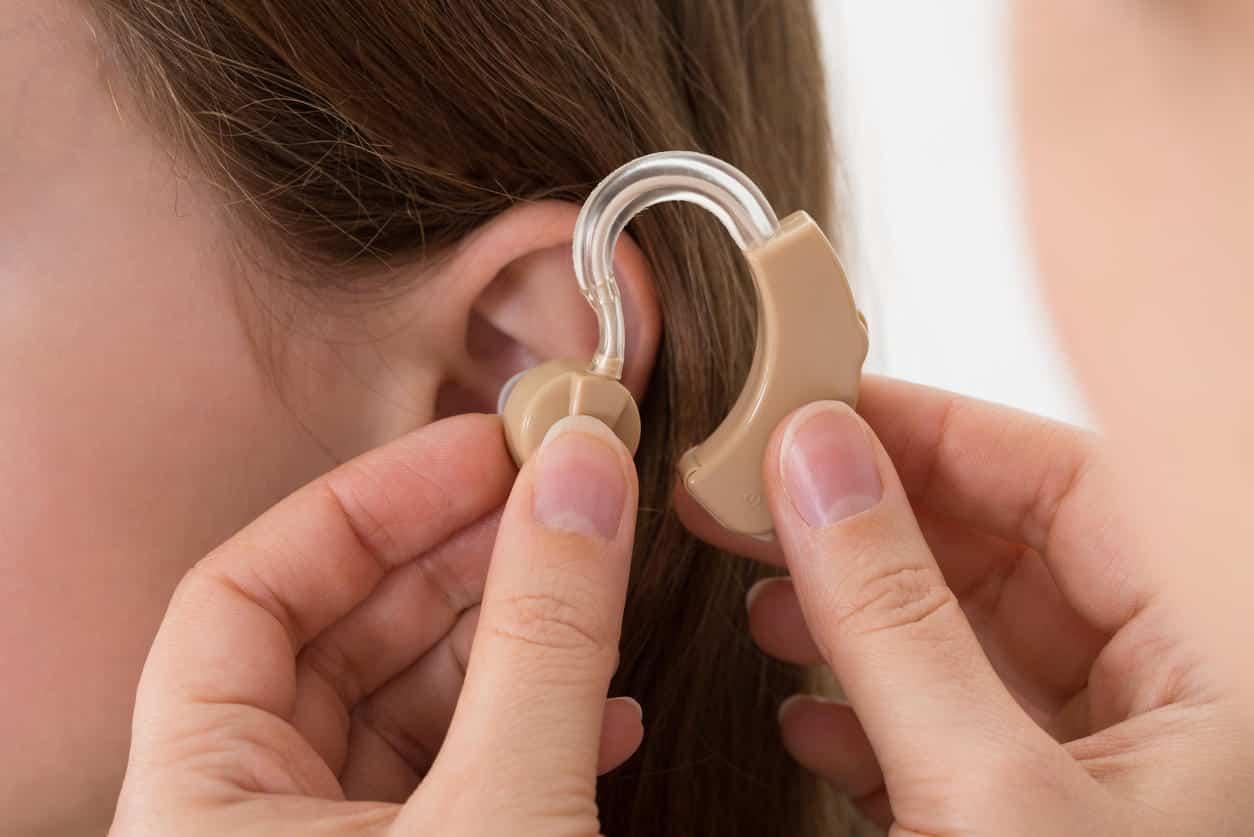 Port de l'appareil auditif