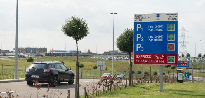 Combien coûte une place de stationnement à l'aéroport Roissy CDG ?